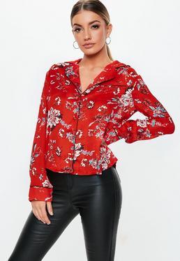 Czerwona bluzka w kwiatowe wzory