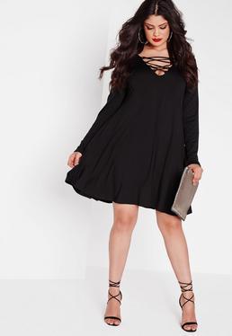 Plus-Size-Swing-Kleid mit Schnürung in Schwarz