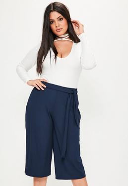 Granatowe prążkowane spodnie Culottes z wiązanym paskiem Plus Size