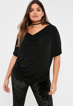Czarna bluzka ze śliskiego materiału dla puszystych kobiet