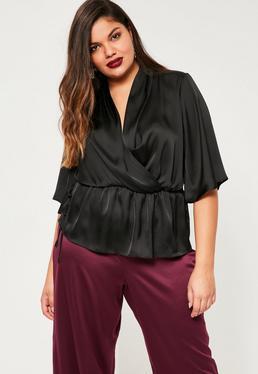 Czarna zawijana satynowa bluzka z krótkimi rękawami Plus Size