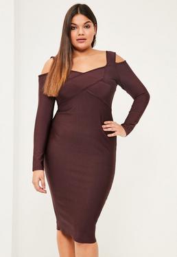 Fioletowa dopasowana sukienka bandażowa z wyciętymi ramionami plus size