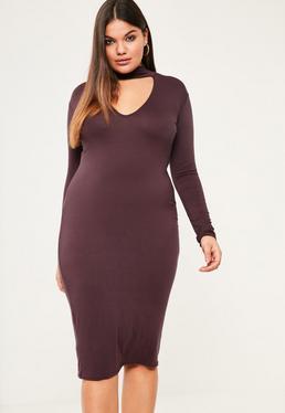 Fioletowa dopasowana sukienka midi z chokerem plus size