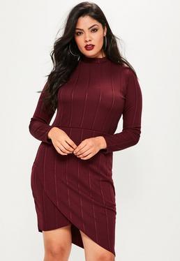 Burgundowa dopasowana bandażowa sukienka asymetryczna z golfem plus size
