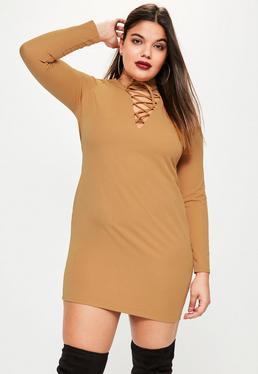 Plus Size Figurbetontes Kleid mit Schnürdetail und Choker in Braun