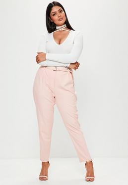 Pantalón de pinzas talla grande con anilla en rosa