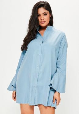 Niebieska sukienka koszula z falbanami plus size