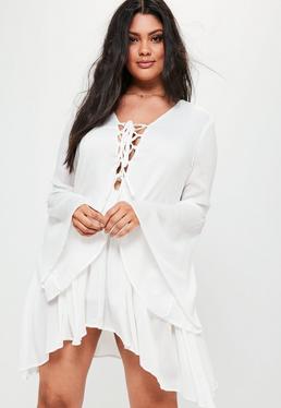 Biała luźna sukienka z wiązaniem na dekolcie plus size