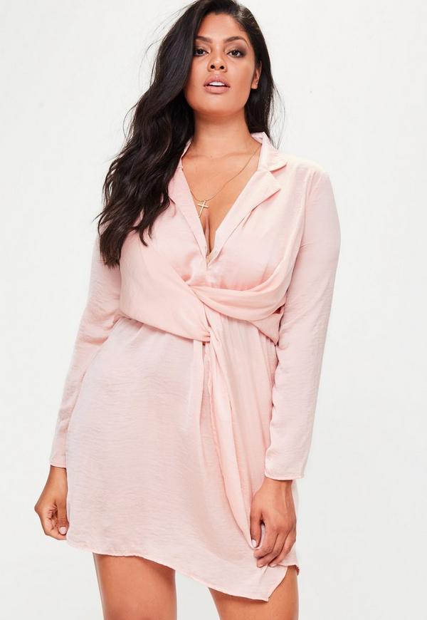 Vestido talla grande corto cruzado en satén rosa | Missguided