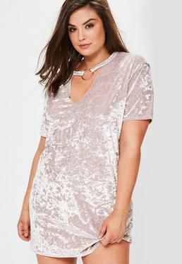 Vestido talla grande con escote en v en terciopelo nude