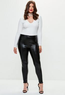 Pantalón talla grande pitillo de cuero sintético en negro