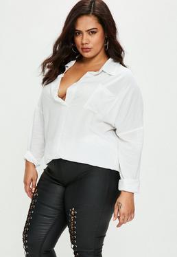 Camisa talla grande con cuello abierto en blanco