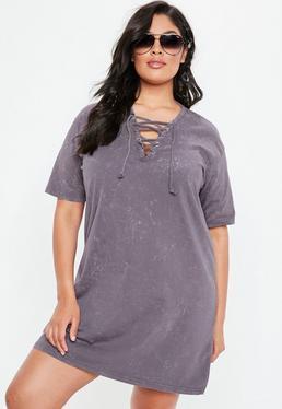 Vestido camiseta talla grande con entrelazados en morado