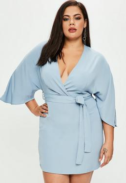 Vestido kimono talla grande con cinturón en azul