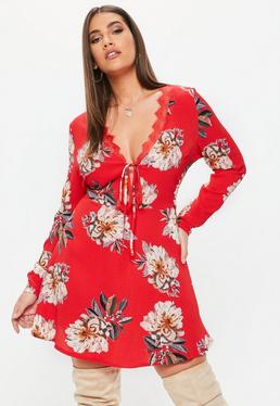 Vestido talla grande con escote pronunciado de flores en rojo