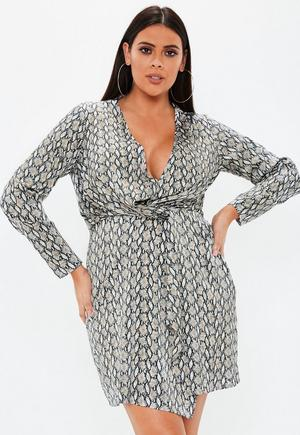 cbf829347aa3 Plus Size Navy Floral Twist Front Dress | Missguided