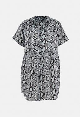Plus Size Niebieska koszulowa sukienka w w??owy wzór zapinana na guziki z krótkimi r?kawami