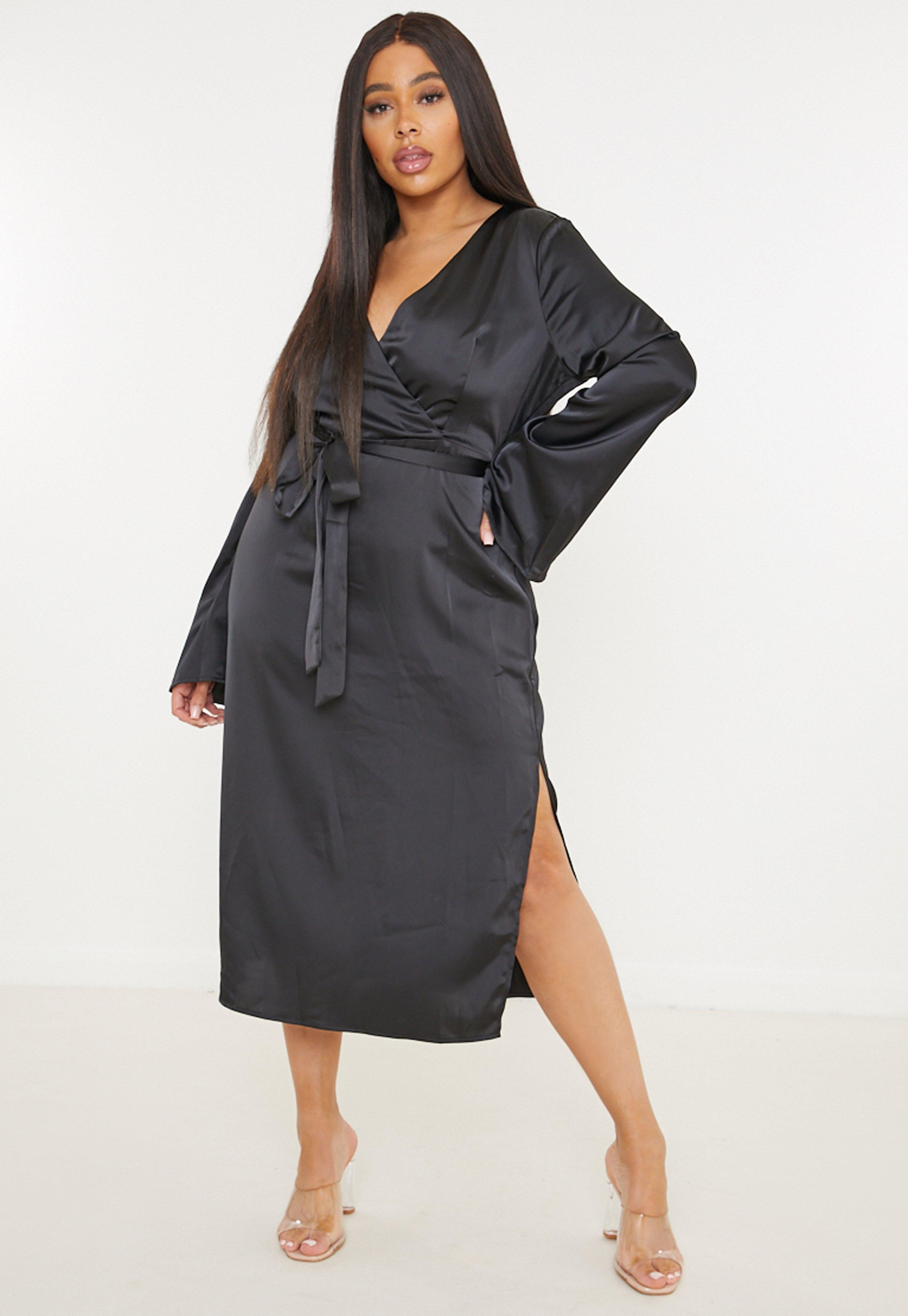 Robe mi longue portefeuille noire en satin fendu grandes tailles