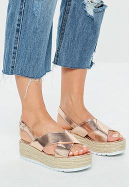 Sandalias con plataforma de esparto en oro rosa
