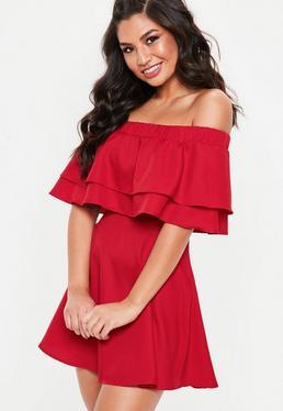 Czerwona sukienka bardot z falbanką