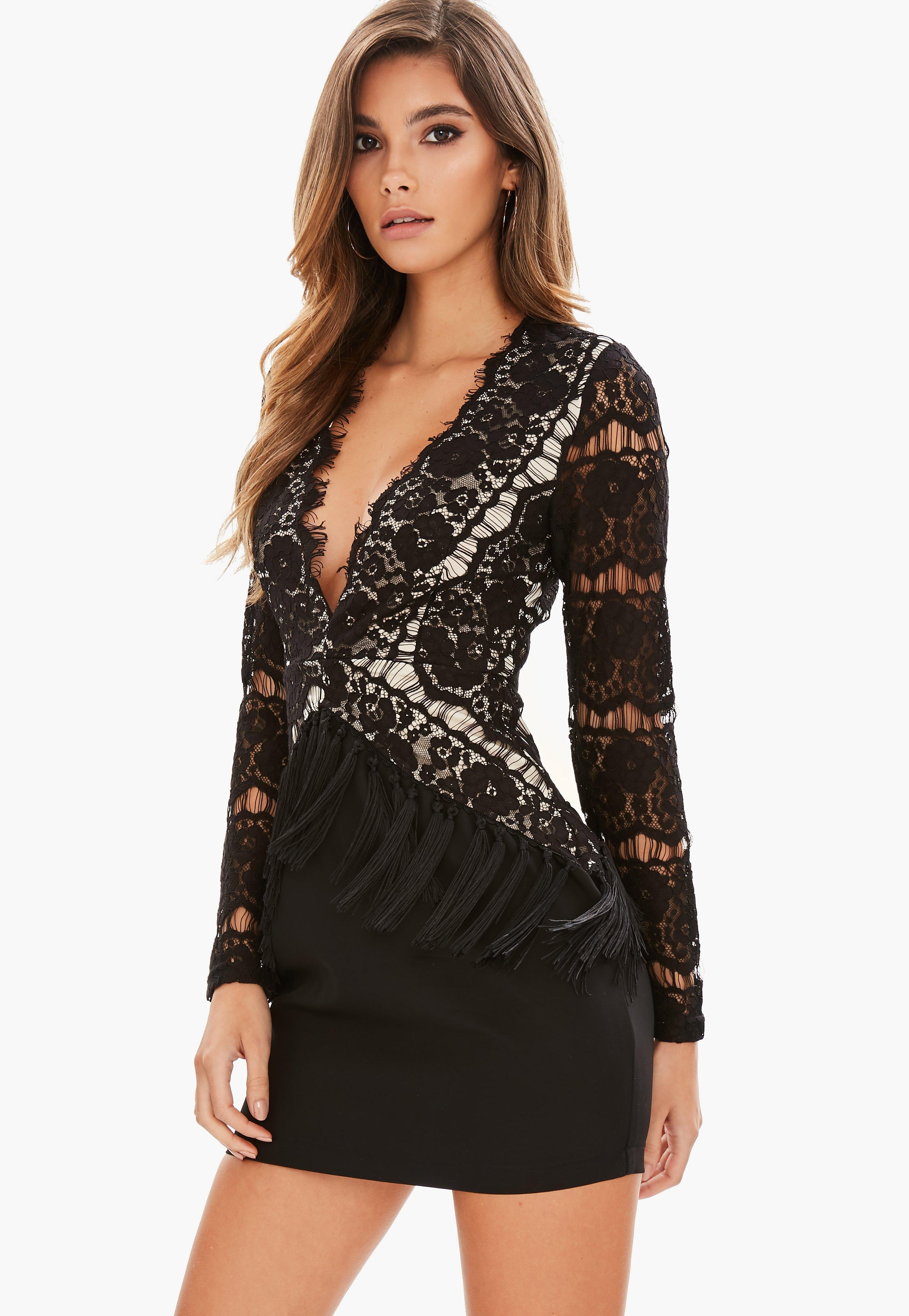Quel collier avec robe dentelle noire