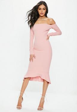 Różowa sukienka z długimi rękawami