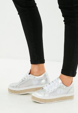 Srebrne błyszczące buty sportowe