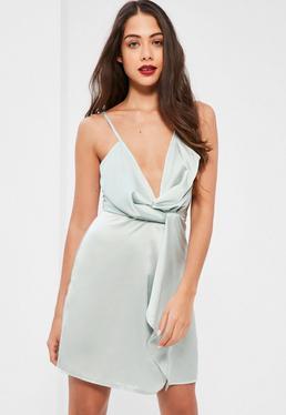Srebrna ekskluzywna satynowa sukienka kopertowa na ramiączkach dla wysokich kobiet
