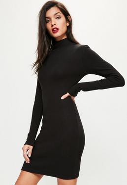 Czarna prążkowana sukienka z golfem dla wysokich kobiet