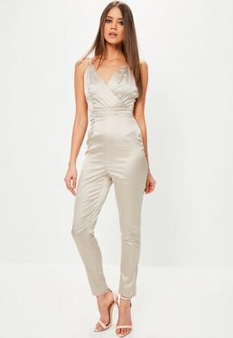 Tall Exklusiver Satin Träger-Jumpsuit im Wickel-Style in Nude