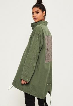 Tall Oversize Regenmantel mit Taschen und Pailletten-Besatz am Rücken in Khaki