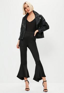 Czarne satynowe spodnie zakończone falbanką premium dla wysokich kobiet