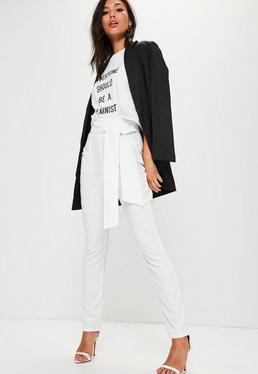 Białe spodnie cygaretki wiązane w pasie dla wysokich kobiet