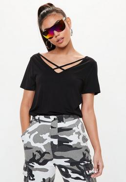 Czarny T-shirt z krzyżowanymi paskami na dekolcie dla wysokich kobiet