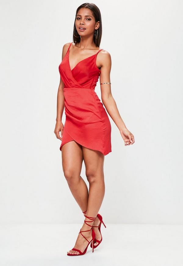 tall rotes satin kleid in wickeloptik missguided. Black Bedroom Furniture Sets. Home Design Ideas