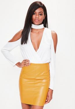 Minifalda tall de cuero sintético en amarillo