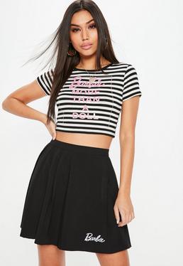 Barbie x Missguided Crop top tall con eslogan a rayas en blanco y negro