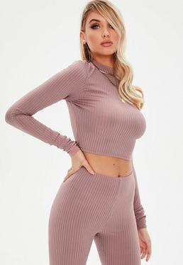 Crop top tall con cuello alto de canalé en rosa