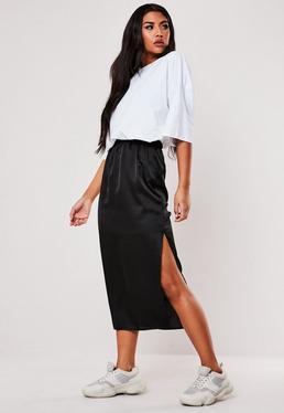 Высокая черная атласная юбка-миди слип