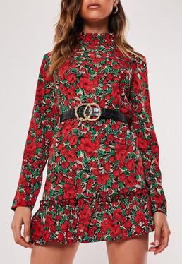 Платье красного цвета с заниженной талией и заниженной талией