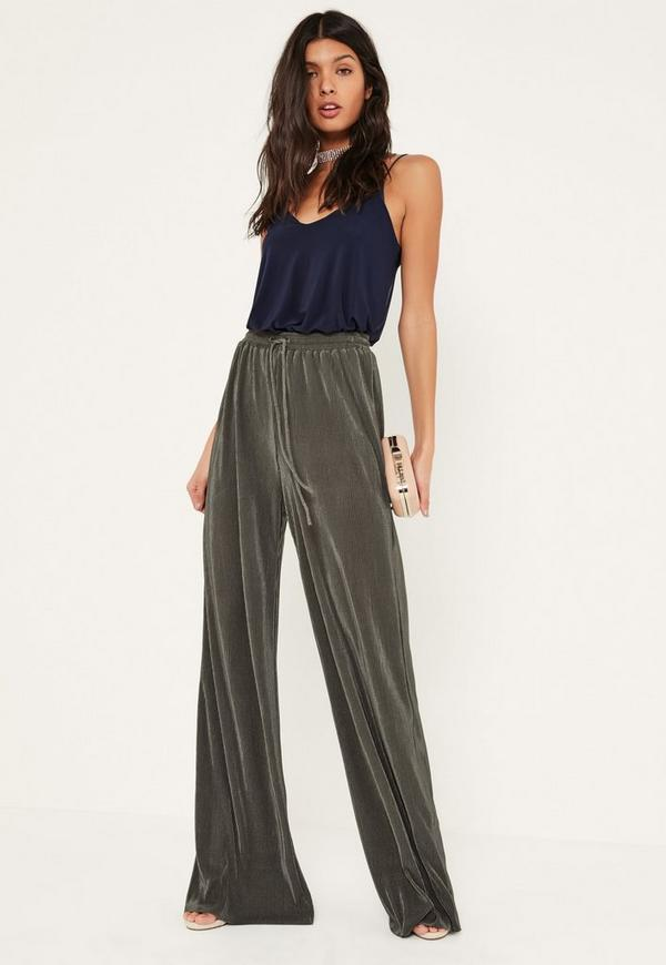 Elevate the look with a pair of flowing wide-leg pants. Keep cool at a backyard barbeque in gauchos, capris or culottes from Kiind Of, Studio M, Jones New York and Karen Kane. Pair them with a graphic tee and fashion sneakers.