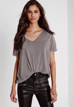 Szary t-shirt z dekoltem w serek dla niskich kobiet