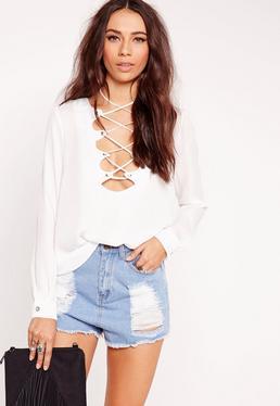 Bluse in Petite-Größe mit Bogenkanten und Gitterdesign in Weiß