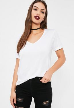 Biały t-shirt z dekoltem w serek dla niskich kobiet