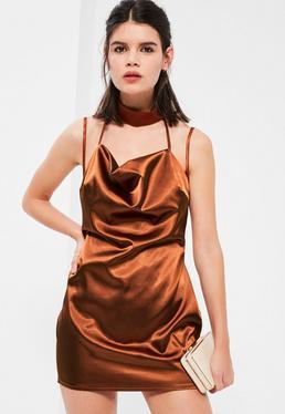 Brązowa satynowa mini sukienka z chokerem Petite
