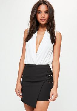 Mini-jupe portefeuille noire avec anneau métallique