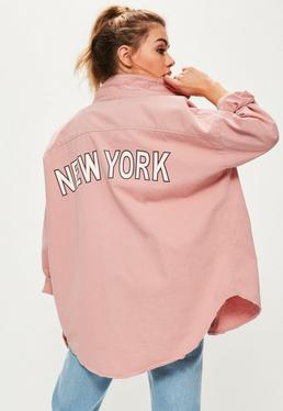 Petite Oversize Jeanshemd mit New-York-Slogan in Rosa