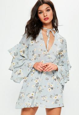 Niebieska zwiewna sukienka z falbankami na rękawach w kwiatowy wzór Petite