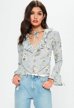 Niebieska bluzka z falbankami w kwiatowy wzór exclusive petite