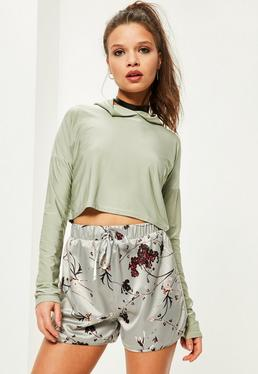 Petite Exclusive Graue Satin Shorts mit Blumendruck